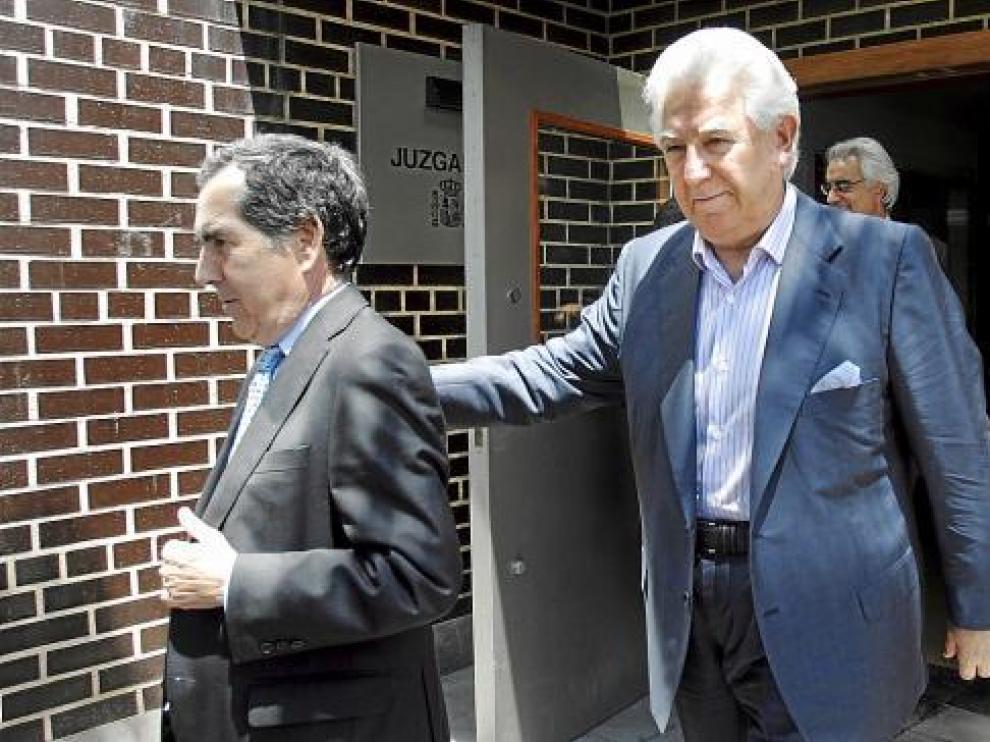 Arturo Beltrán, a la derecha, con su abogado Manuel Catalán en la declaración de julio
