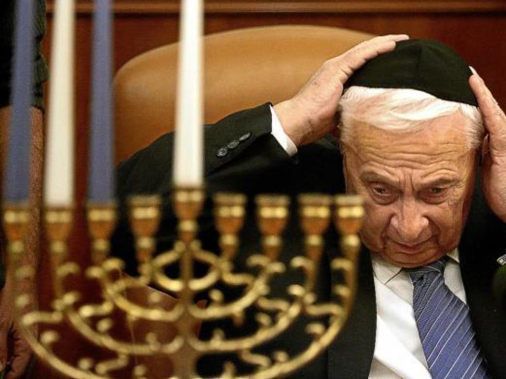 Ariel Sharon durante la festividad judía del Hanukkah, el 27 de diciembre de 2005.