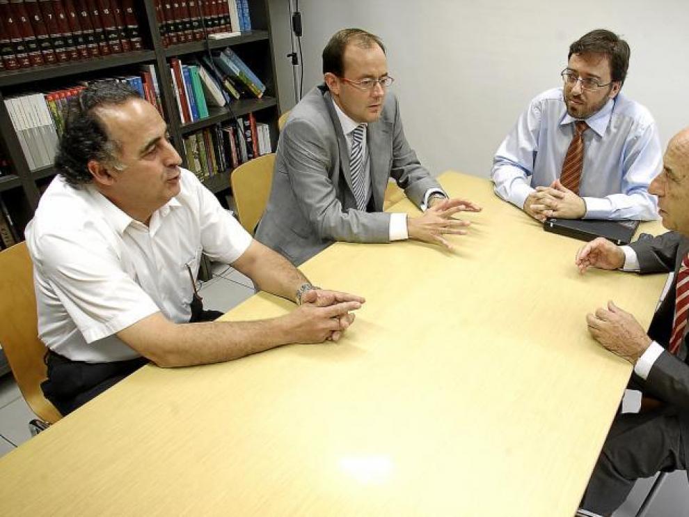 De izquierda a derecha, J. Cereza, de Moldes Cereza; V. Lalanza , de Irmscher; D. Romeral, del cluster y M. Franco, de Mecanizados Laza.