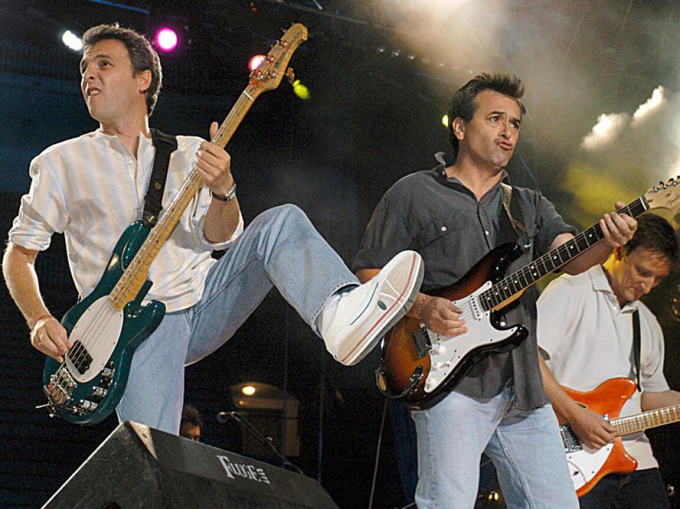Hombres G en concierto, como estarán hoy en Zaragoza.