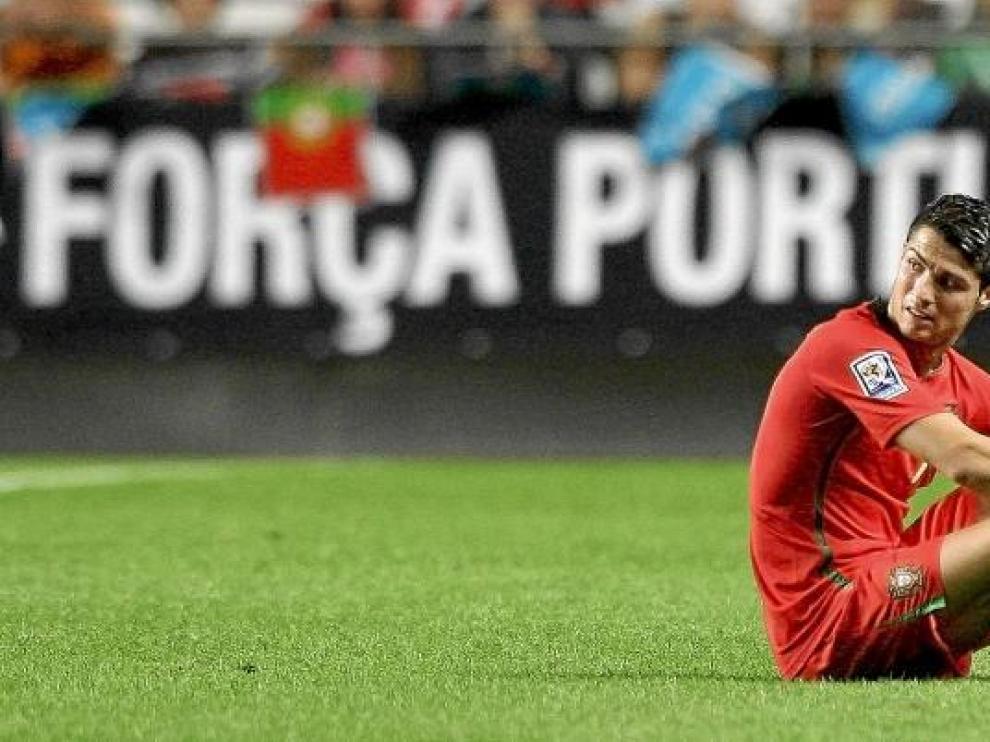 Cristiano Ronaldo, tras resentirse de su lesión en el tobillo.