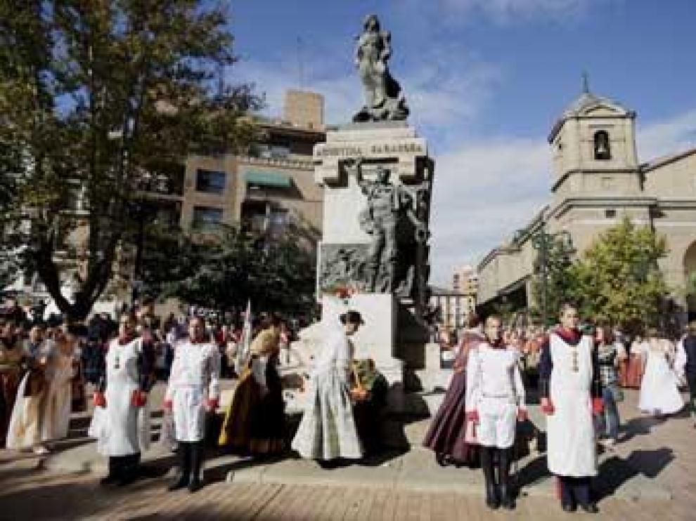 Cientos de zaragozanos homenajean a las heroínas de Los Sitios