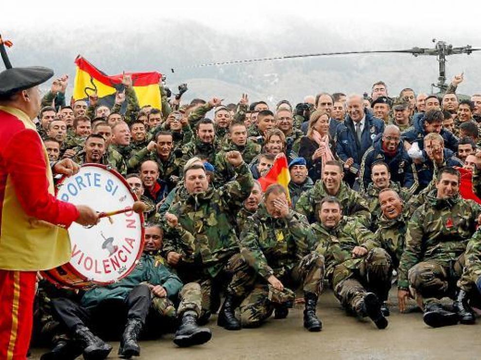 Los internacionales visitaron ayer a las tropas españolas en Bosnia junto a la ministra Chacón.