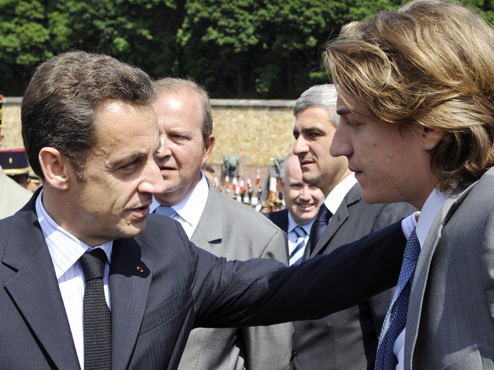El presidente francés junto a su hijo
