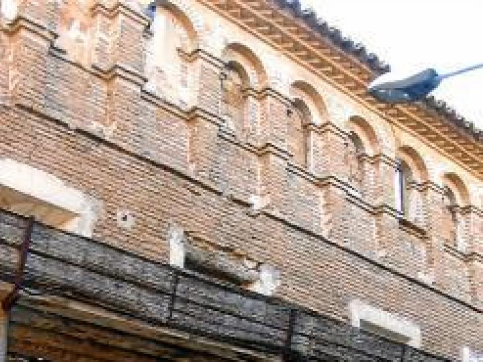 Peligroso (y protegido) edificio en Quinto