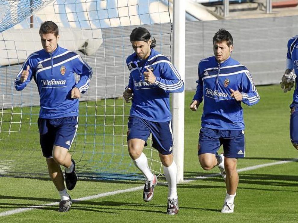 Gabi, Ayala, Paredes y Carrizo trotan en uno de los entrenamientos del Real Zaragoza.