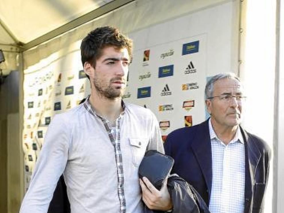 Arizmendi y el doctor Villanueva, el jueves a la salida del estadio.