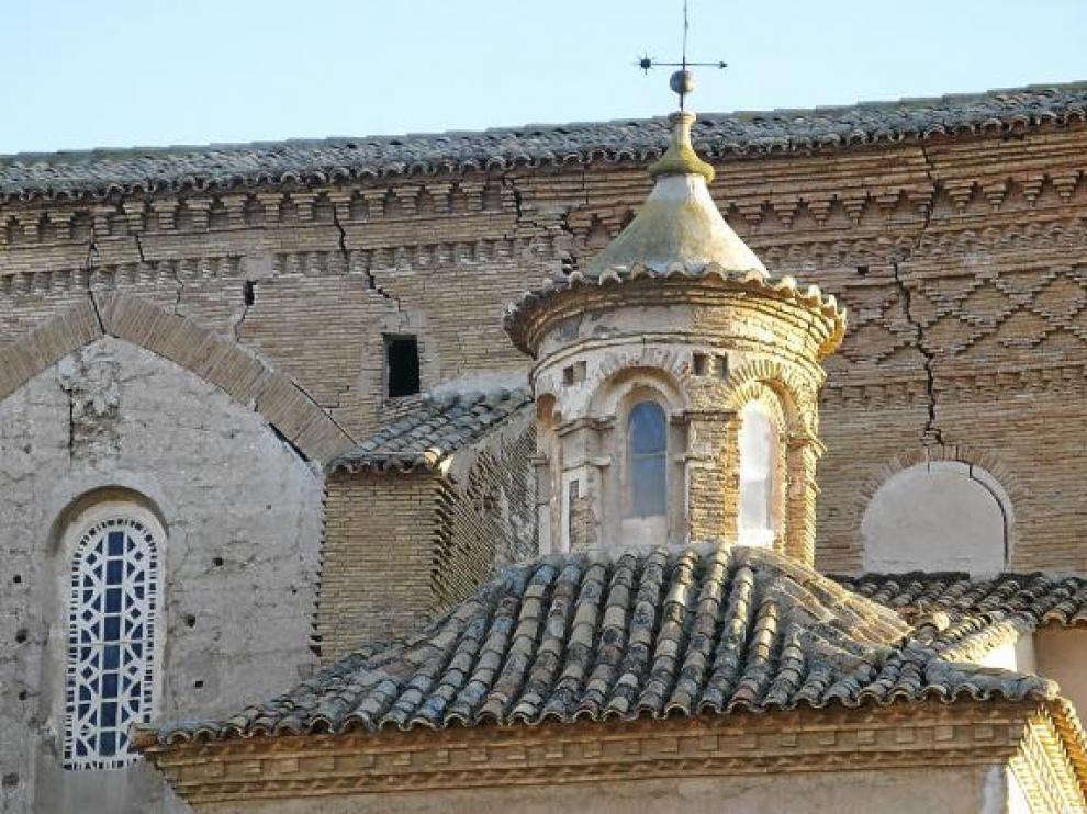 Los muros agrietados son un indicador del precario estado de conservación estructural del templo