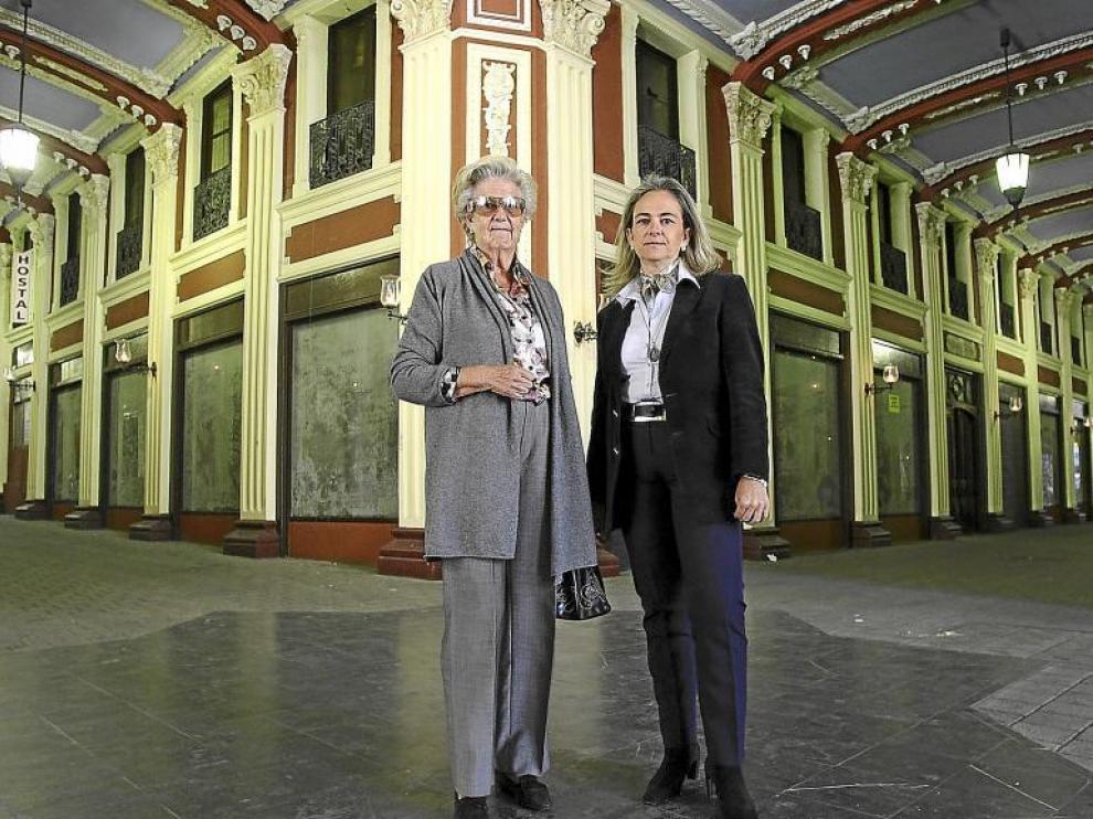 Blanca Marín (derecha), junto a su madre, Blanca García Hegardt