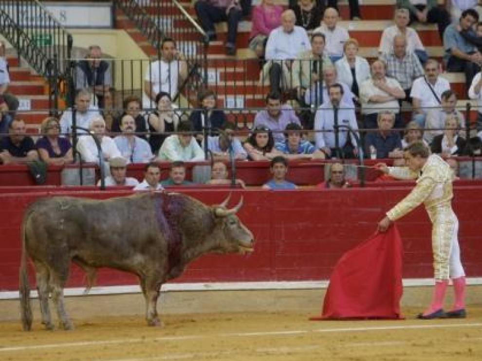 Premio a la mejor estocada de la DPZ a Juan Bautista en su primer toro de La Campana. I