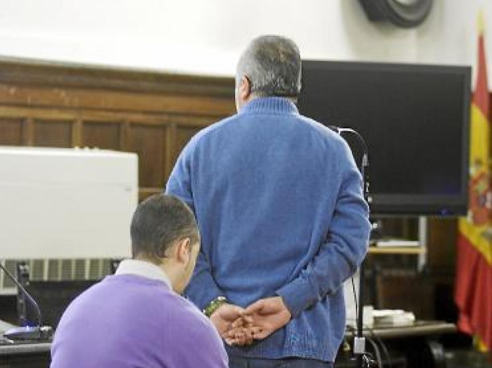 Los dos funcionarios, durante el juicio celebrado ayer.