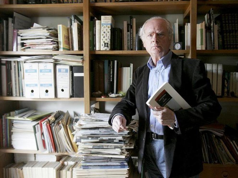 El poeta y narrador Francisco Ferrer Lerín acaba de publicar 'Fámulo', su poemario más redondo y ambicioso.