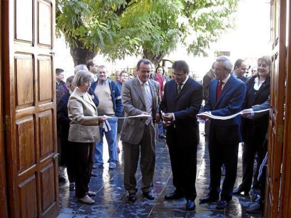 Sánchez Quero y Marco (segundo y tercero por la izquierda), en el corte de cinta.