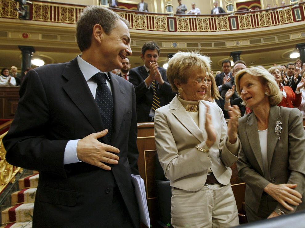 El presidente Zapatero junto a las vicepresidentas Mª Teresa Fernández de la Vega y Elena Salgado
