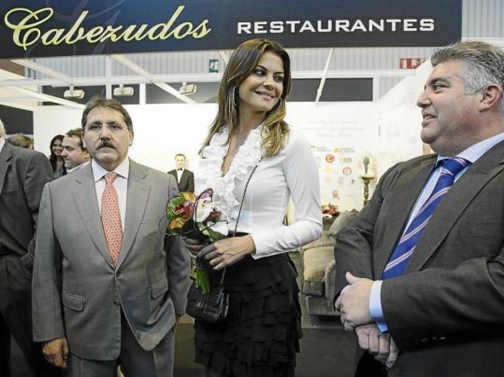 Manuel Teruel, María José Sánchez y Juan Carlos Trillo, ayer, en la Feria de Zaragoza.