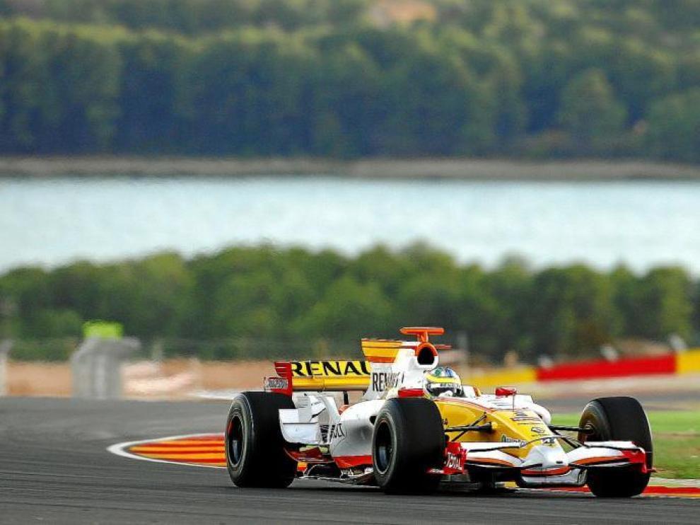 Lucas di Grassi, tercer piloto de Renault, rueda por la pista de Alcañiz con un monoplaza de Fórmula 1, en la jornada de ayer.