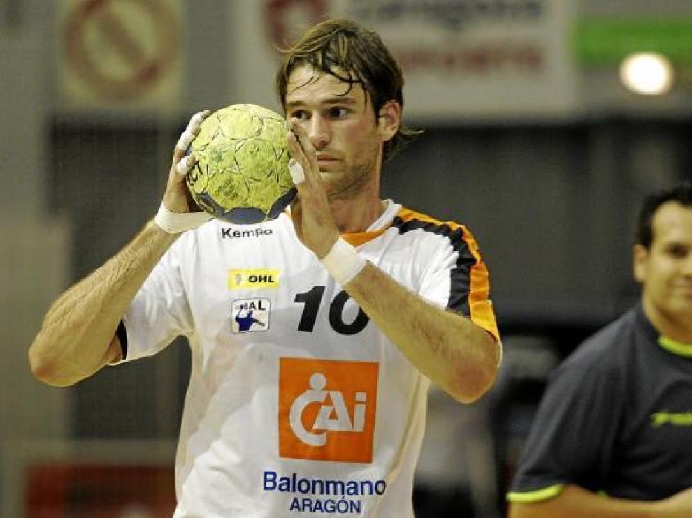 Fredrik Larsson, en pleno proceso de creación del juego con sus manos.