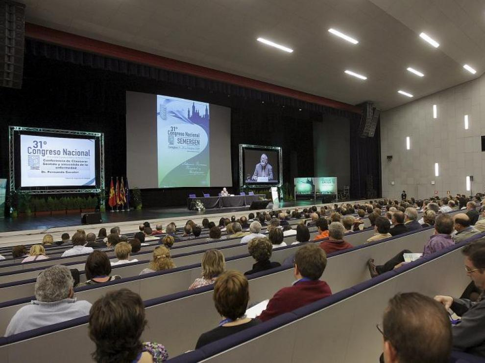 Cientos de congresistas, ayer durante la conferencia de Fernando Savater.