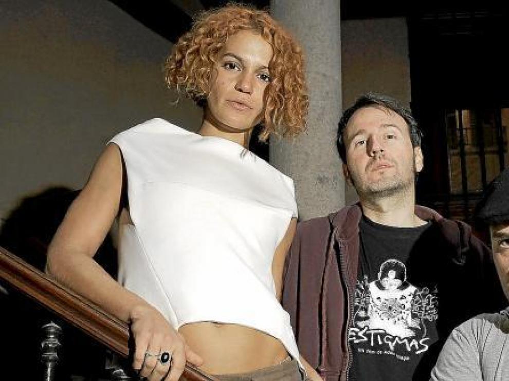 Adán Aliaga (en el centro),  junto a los actores de 'Estigmas', Manuel Martínez y Marieta Orozco.