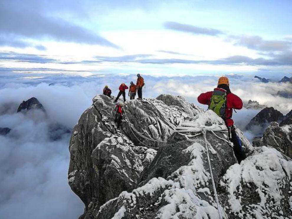 La expedición del GMAM, en la Pirámide de Carstensz en Indonesia.