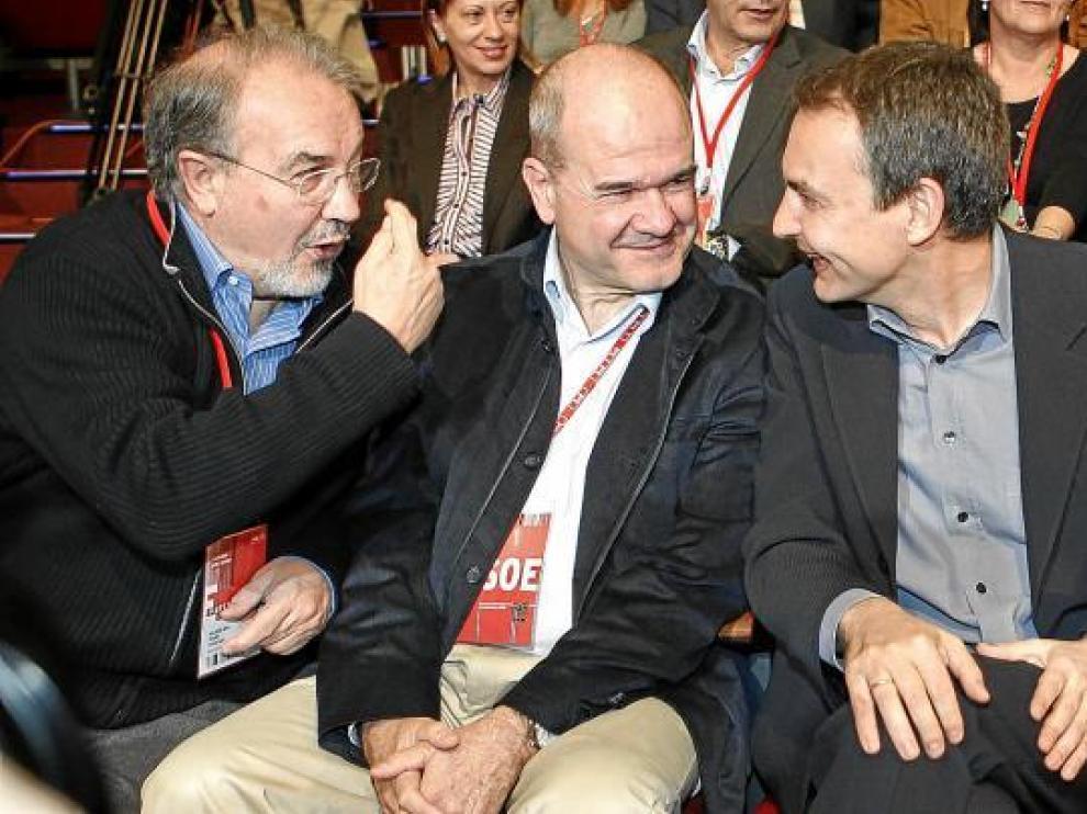 De izda. a dcha. Solbes (quien aceptó pagar la deuda a Andalucía), Chaves (la acordó) y Zapatero.
