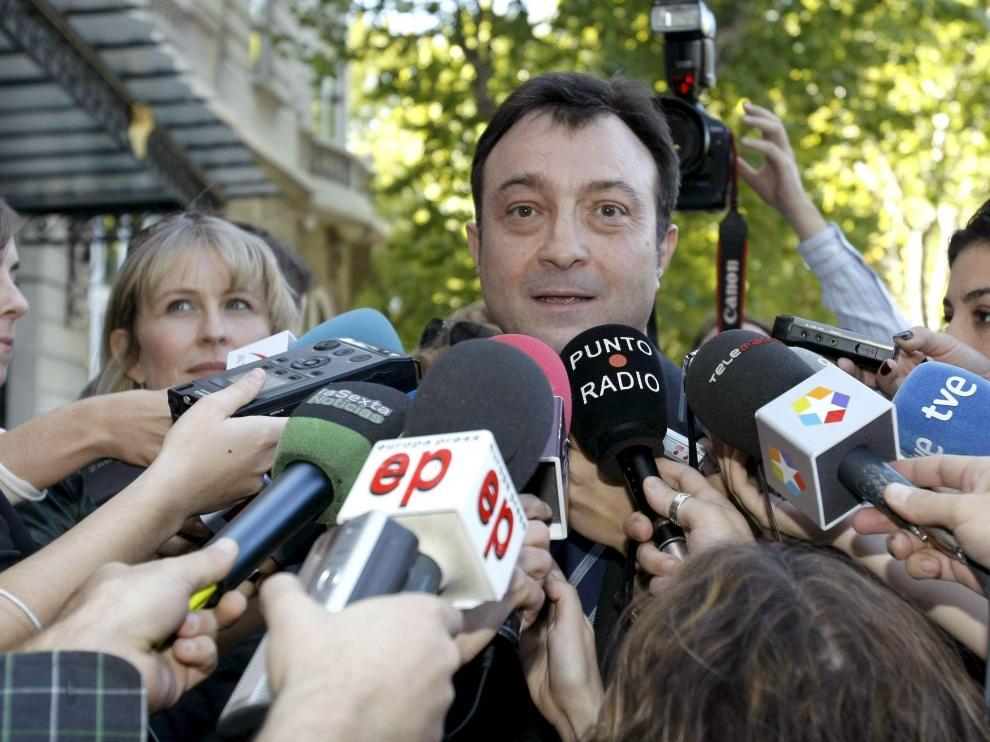 Manuel Cobo, ante los medios de comunicación.