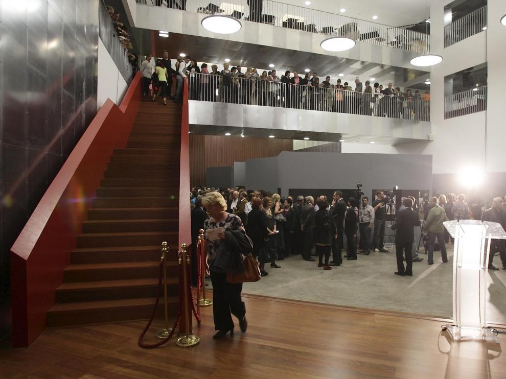 El acto reunió a numerosos invitados que visitaron el interior de las dos escuelas