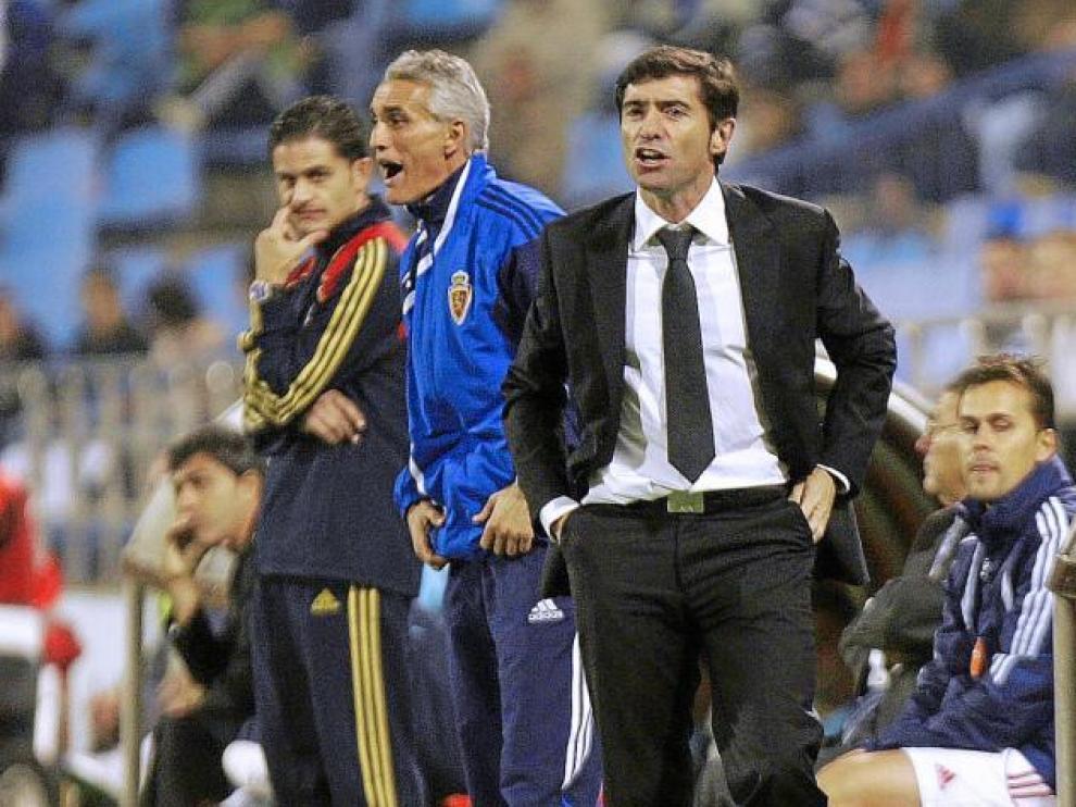 Marcelino y su segundo, Rubén Uría, en un momento del partido de ayer frente al Málaga.