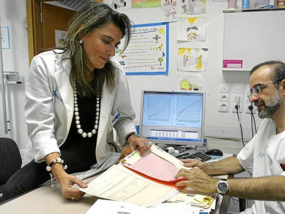 Los doctores César García y Teresa Cenarro comentan la situación que están viviendo desde el viernes pasado.