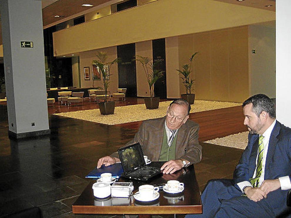 Romero se entrevista con el director del hotel Diagonal Plaza, José Antonio Pinilla.