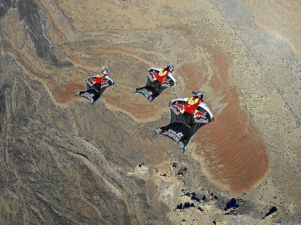 Los tres miembros del 'Proyecto alas' lanzados hacia la cima del volcán Teide el pasado martes