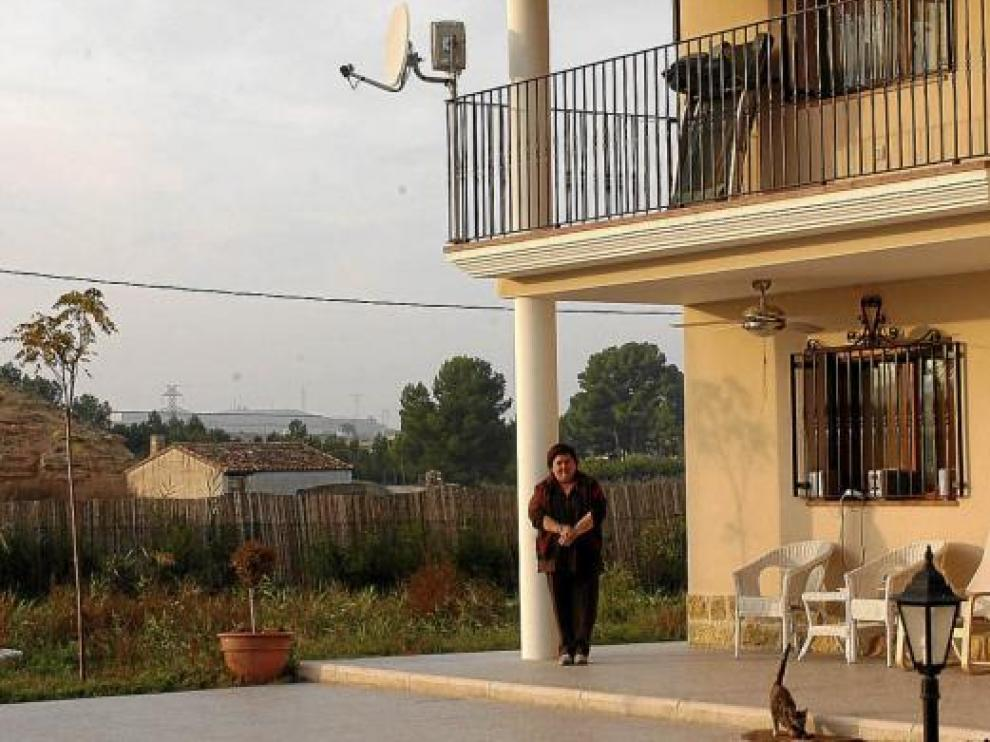 Inmaculada Gutiérrez, una de las afectadas, en su vivienda.