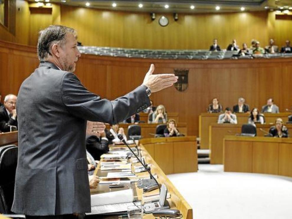 El presidente de Aragón, Marcelino Iglesias, durante el pleno de las Cortes celebrado ayer