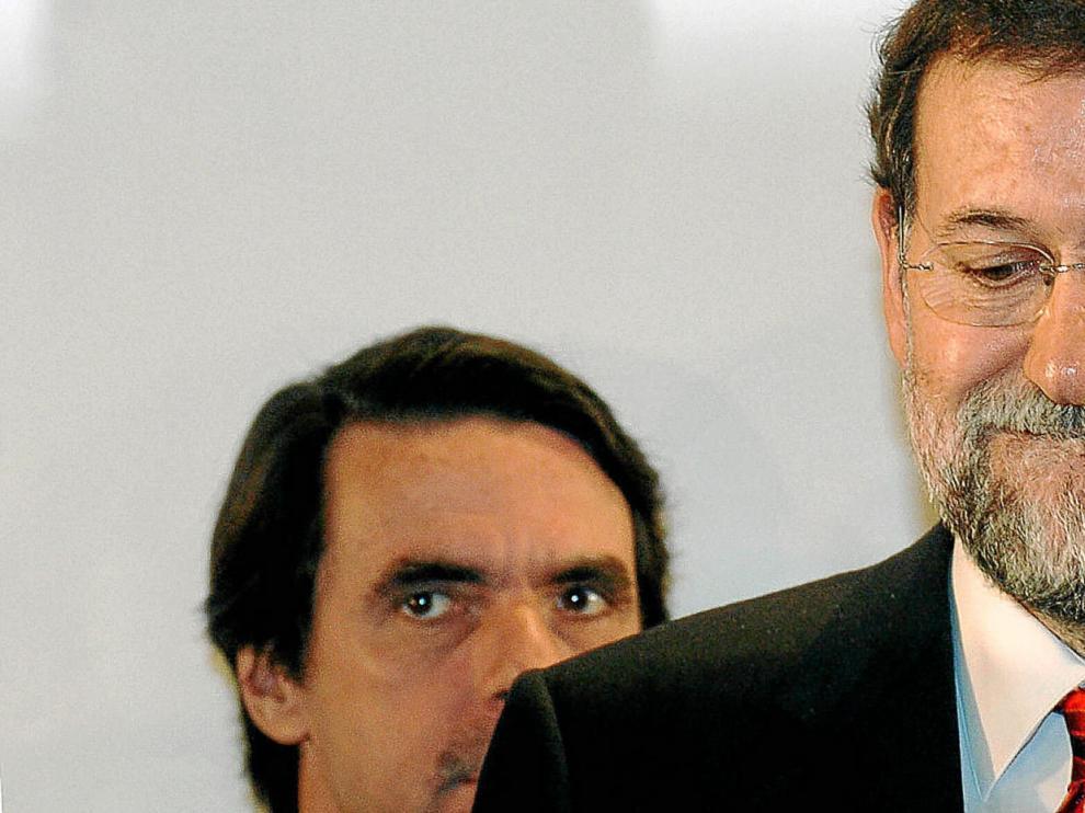 Mariano Rajoy y José María Aznar, durante una comparecencia ante los medios de comunicación en marzo de 2006.