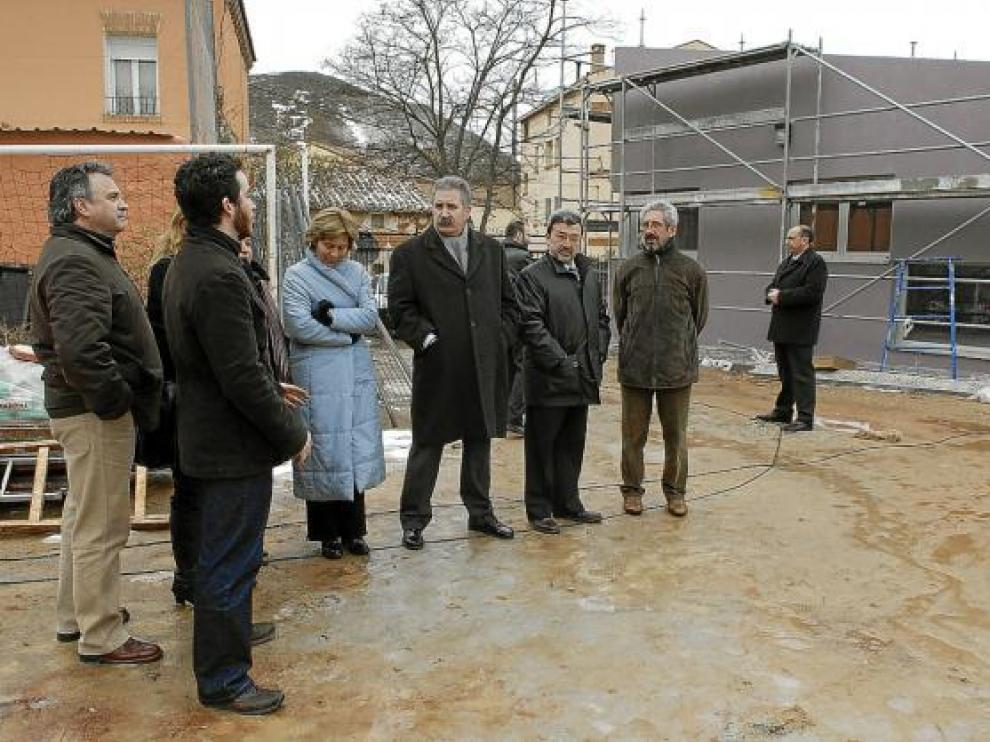 Las autoridades visitaron las obras de la guardería de Villaspesa, con cargo al Plan E