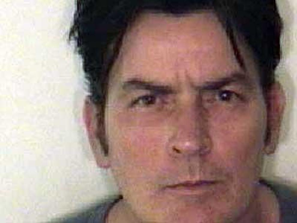 Foto de la ficha policial de Sheen.