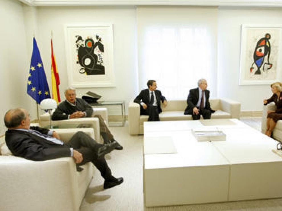 Rodríguez Zapatero se ha reunido con Elena Salgado, Jacques Delors, Felipe González y el ex ministro de Economía Pedro Solbes