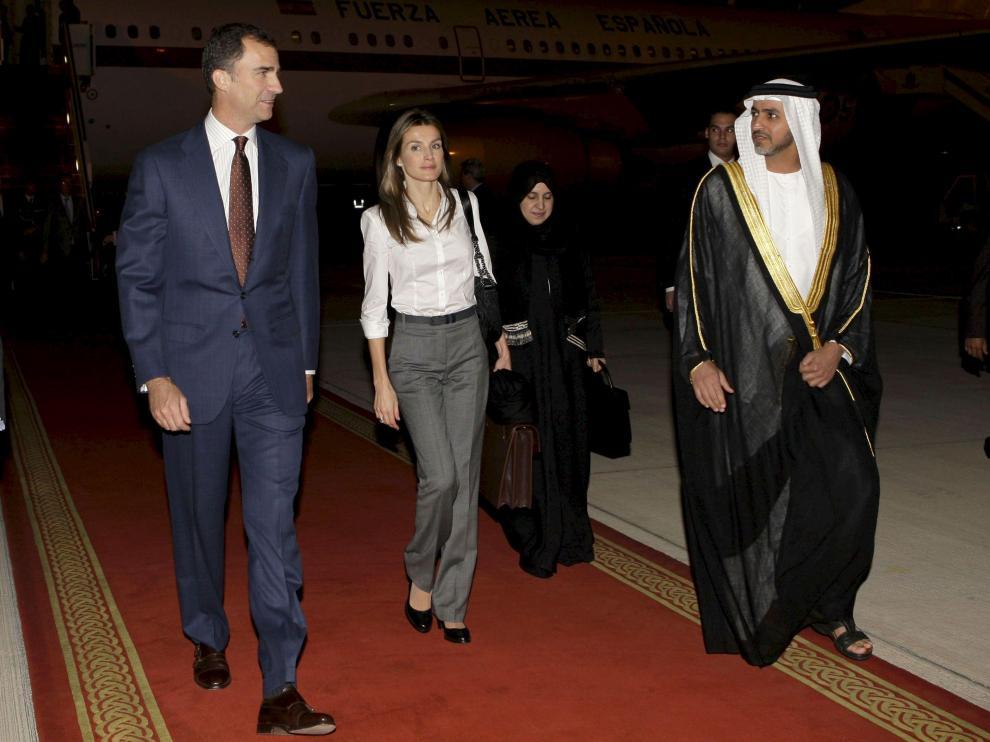 Los Príncipes, con el titular de Transportes de los Emiratos, ayer.