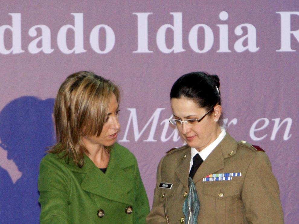 Chacón destaca la integración de la mujer en el Ejército