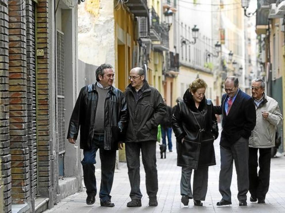 Andrés Gil, Luis Montel, Ana Moral, Manuel Baños, Alberto Vargas y Juan Perdiguer, en la calle que cada día recorren, la de San Pablo