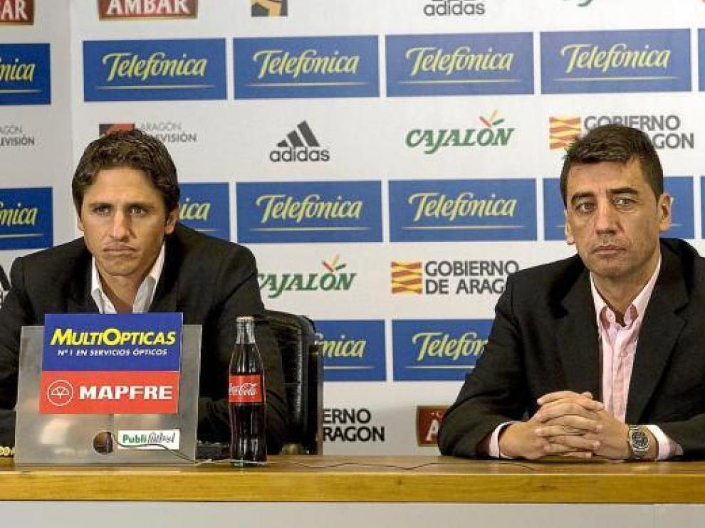 Antonio Prieto, el director deportivo del Real Zaragoza, ayer junto a Edmilson