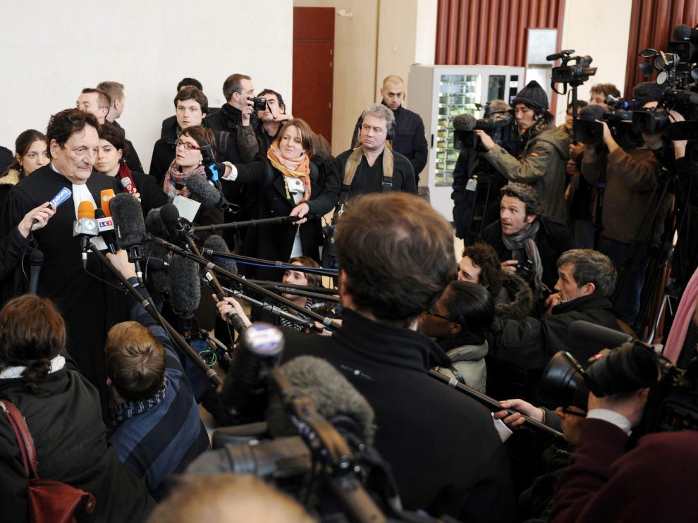 Decenas de periodistas preguntan al abogado de Air France tras la vista
