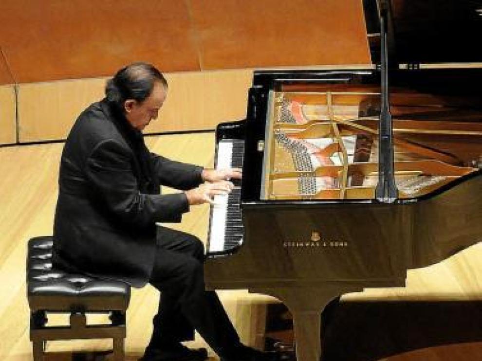 Mario Monreal, en el Auditorio de Zaragoza, en abril de 2009