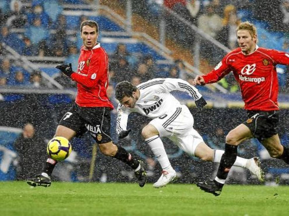 Higuaín, delantero del Real Madrid, en un partido contra el Mallorca