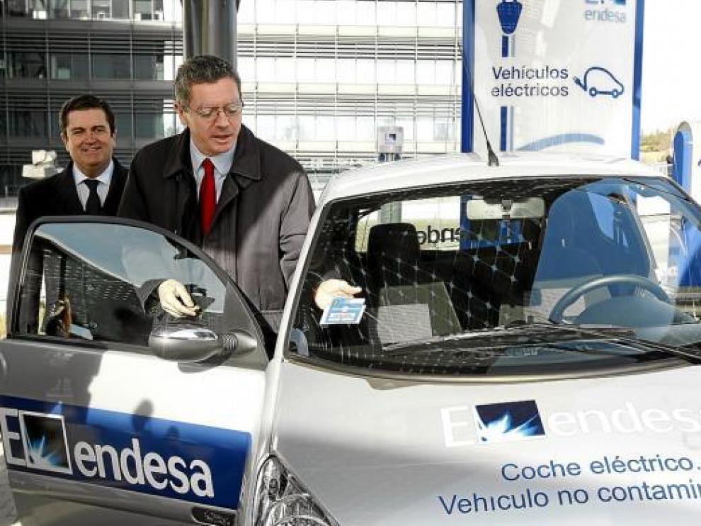 El presidente de Endesa, Borja Prado, y el alcalde de Madrid, Alberto Ruiz Gallardón, ayer.