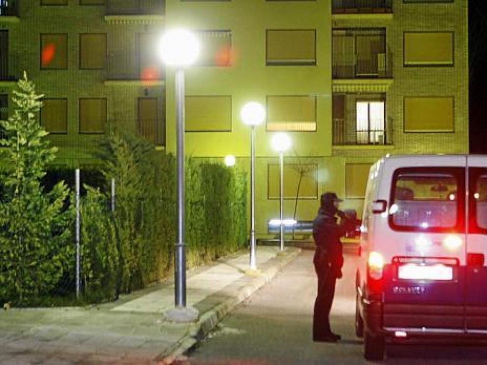 La Policía controlaba el martes los accesos a la urbanización de Jaca donde vive el juez y vivía el etarra