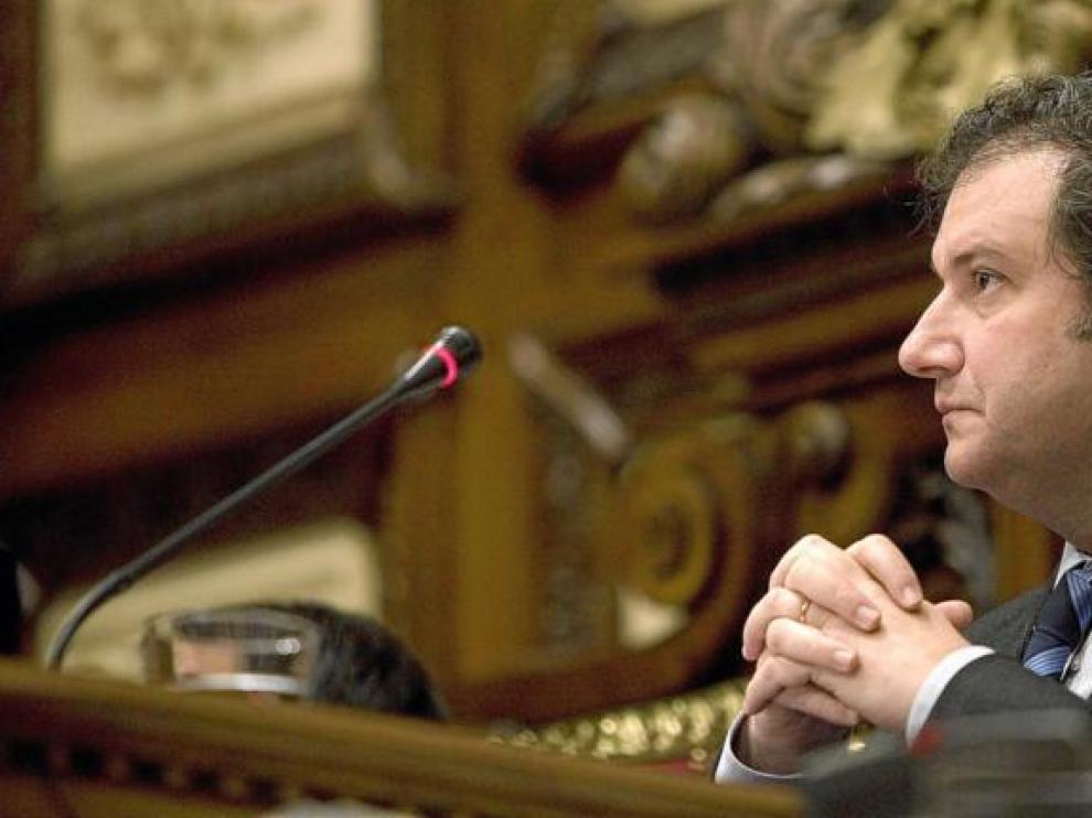 El alcalde de Barcelona, Jordi Hereu, ayer en un momento del pleno en el Ayuntamiento de la Ciudad Condal