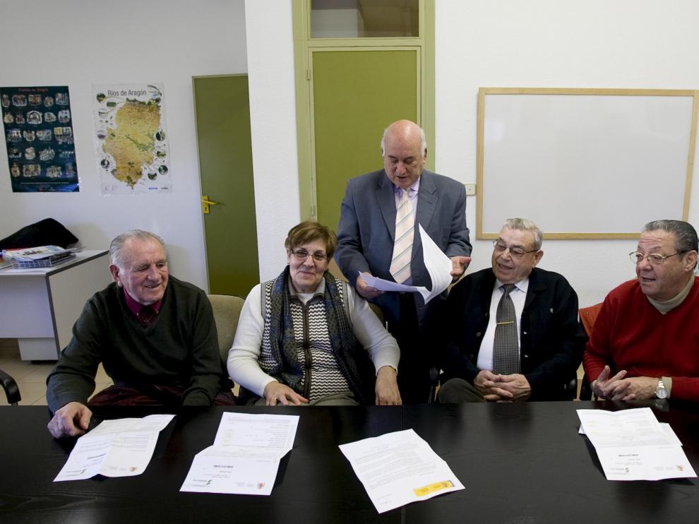 De izquierda a derecha, Fructuoso Pérez, Concepción Pozas, D. Morente y Manuel Álvarez. De pie, Giménez.