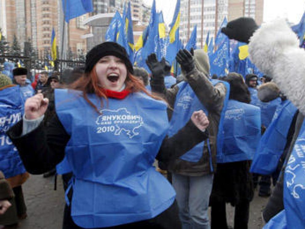 Seguidores de Yanúkovich celebran el triunfo electoral en Kiev