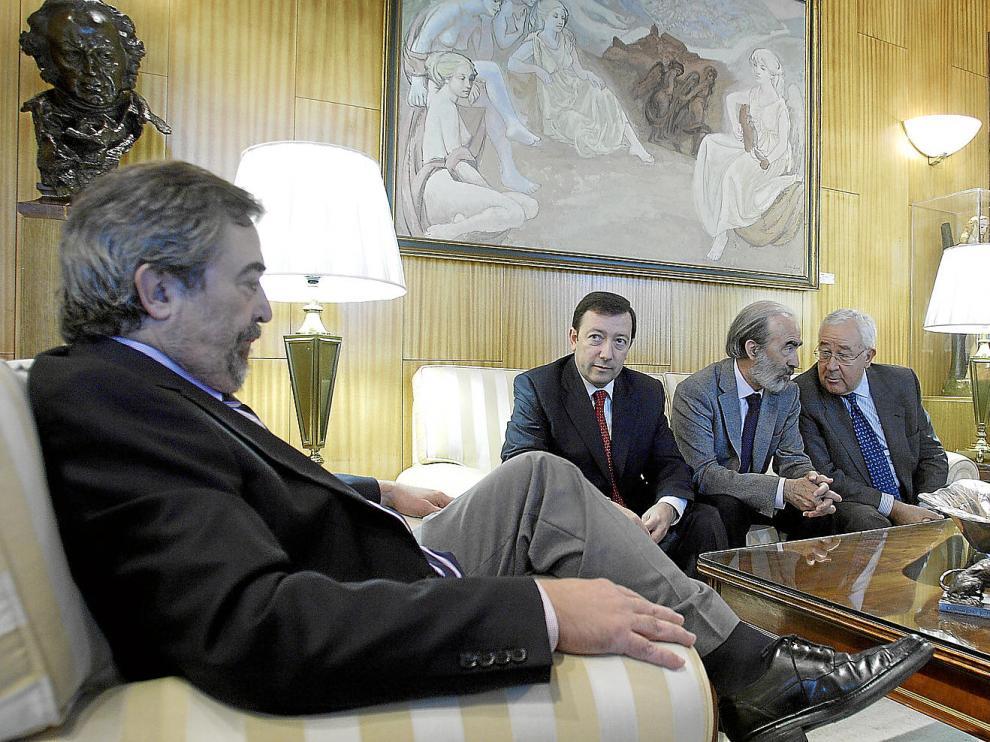 Belloch, el pasado octubre, junto a los alcaldes de Jaca y Huesca y el vicepresidente Biel